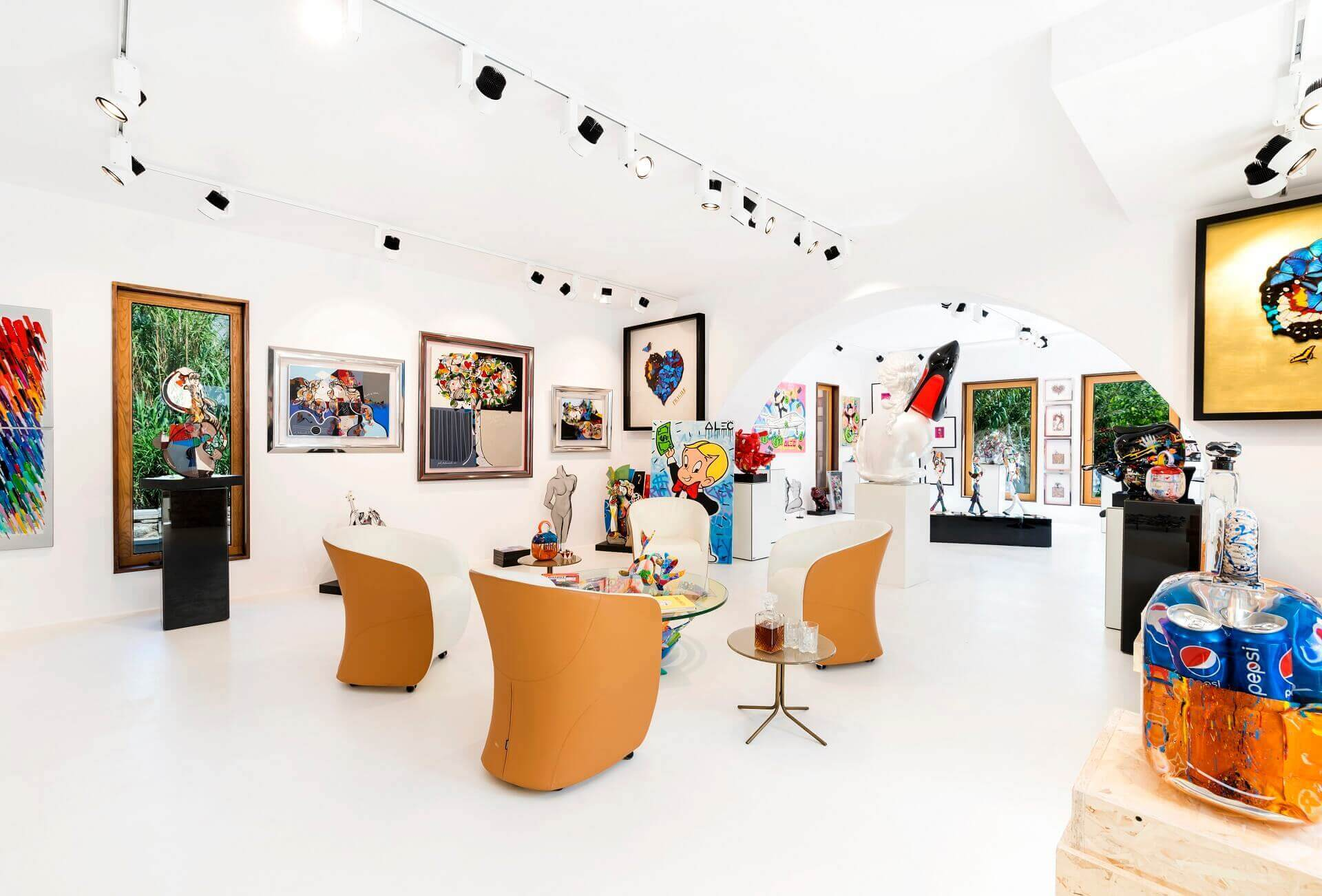 TOP 7 ISPIRATIONAL AND CONTEMPORARY ART GALLERIES IN MYKONOS